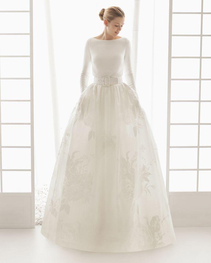 Traje de novia con body de punto y falda de organza estampada con cinturon de punto. Colección 2016 Rosa Clará