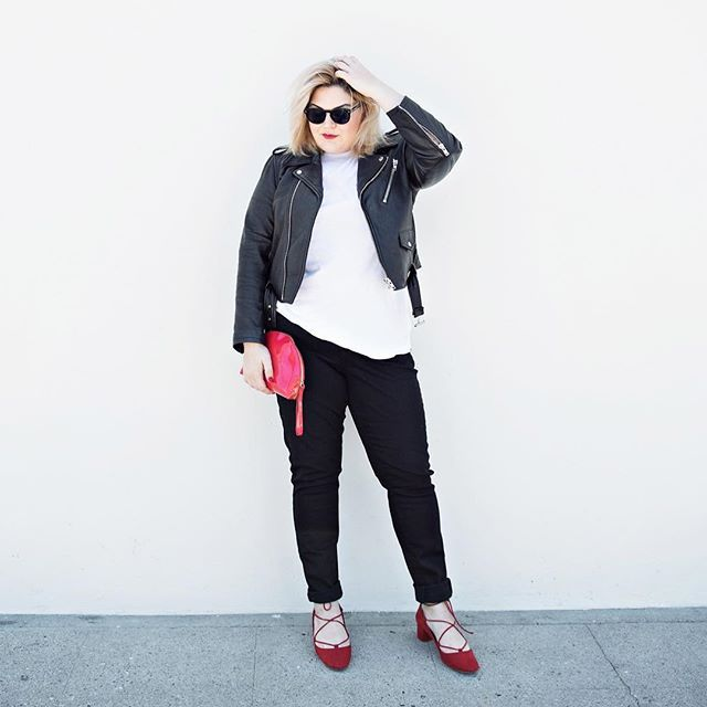 Remember when Sandra Dee went all bad-girl under Rizzo's influence? That's kind of how I'm feeling in this hard femme look. I copped these @levis 711 skinnies from @amazonfashion, (it took a bit of nudging from @garnerstyle and her amazon savvy, but here we are). Outfit details and tips on how to navigate Amazon's enormous fashion selection on my blog. Also lol remember how I used to hate pants??? 📸 @sylviag_ #sponsored #primeday #amazonfashion #liveinlevis