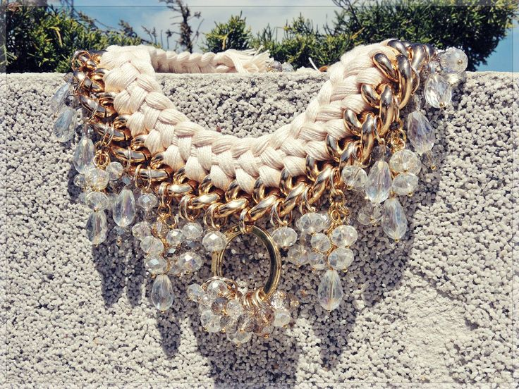 - complex double braided beige necklace -