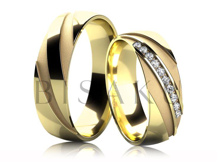 4674 Tento model na první model zaujme svým kontrastním designem, který je umocněn výraznými výřezy, které jsou zdobeny pískovaným matem. Mysleli jsme na praktičnost a proto jsme tyto výrazné prvky profilově snížili a umístili na vrchní část prstýnků. K vidění jsou i v bílém zlatě. Až si je nasadíte, nadchnete se pro ně! #bisaku #wedding #rings #engagement #svatba #snubni  #prsteny