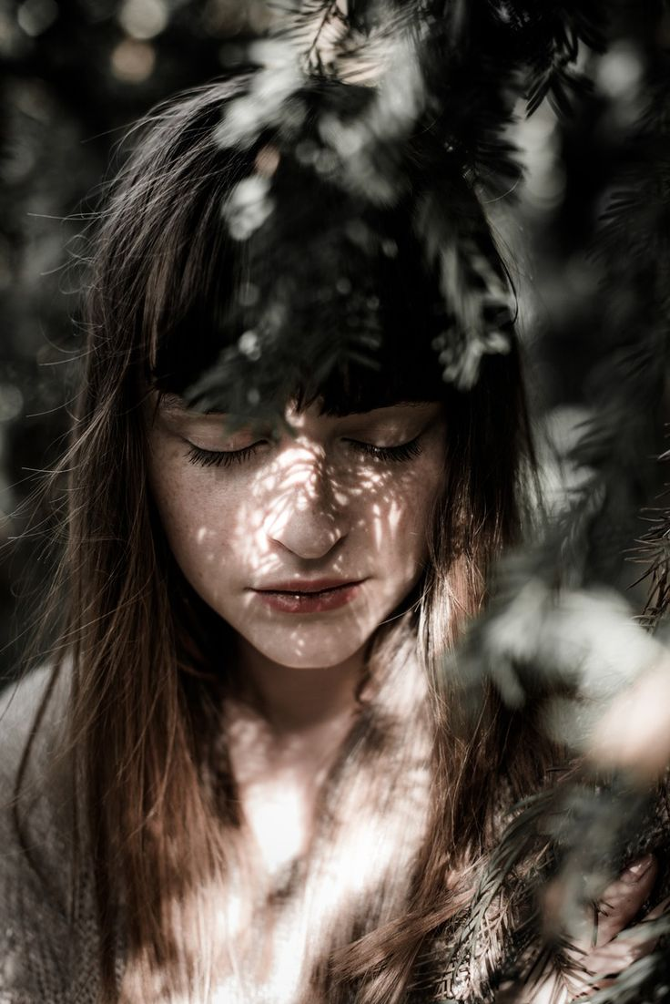 Coyote Atelier loves Jonas Haffner's portrait seen on Flickr. The light is beautiful falling onto the face.