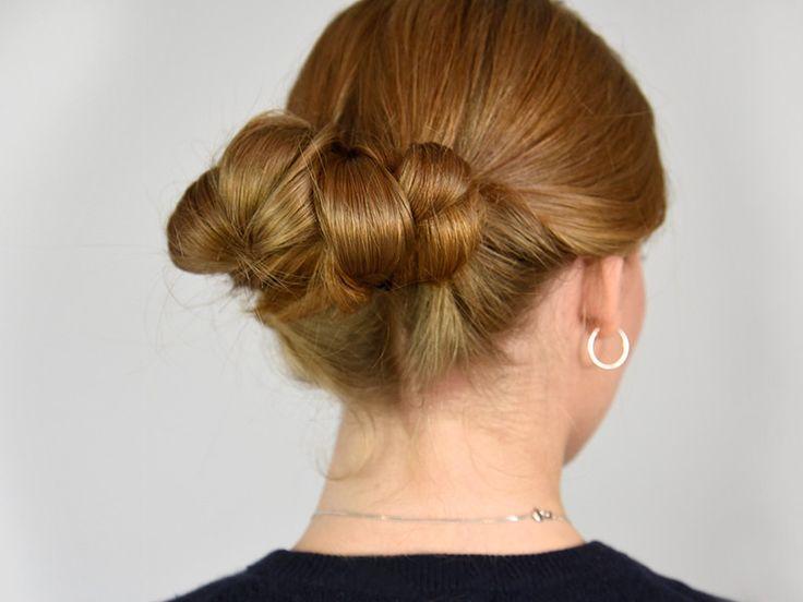 ie Suche nach der perfekten Festtagsfrisur hat ein Ende: Der Braided Low Bun hat uns überzeugt, denn er ist zwar glamourös, aber nicht zu übertrieben. Außerdem kann jeder die Flechtfrisur ganz leicht nachmachen – selbst für Anfänger ist sie gut geeignet. Extra-Benefit: Alle unter euch mit kürzeren Haaren können sofort aufatmen, denn die Frisur ist selbst für Haare ab Lob-Länge geeignet!