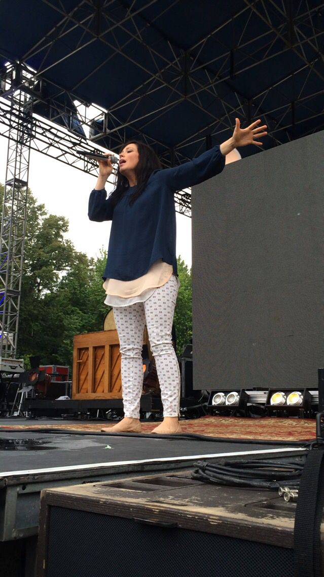 Kari Jobe at Alive Festival 2015! Can I please have her style?