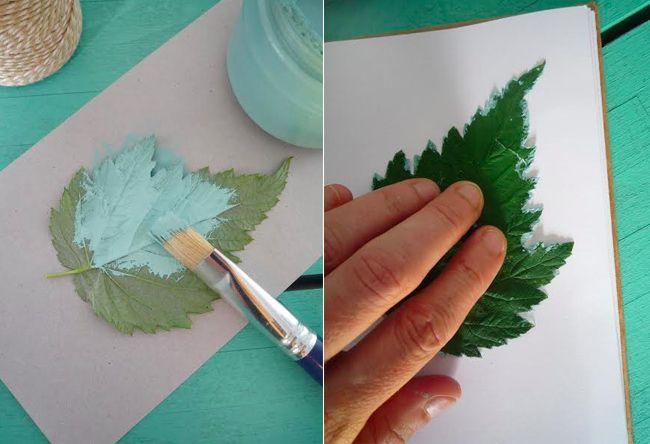 Avec les enfants, profitez des vacances pour réaliser un herbier original grâce aux empreintes de feuilles ! C'est parti pour une ballade dans le jardin ou