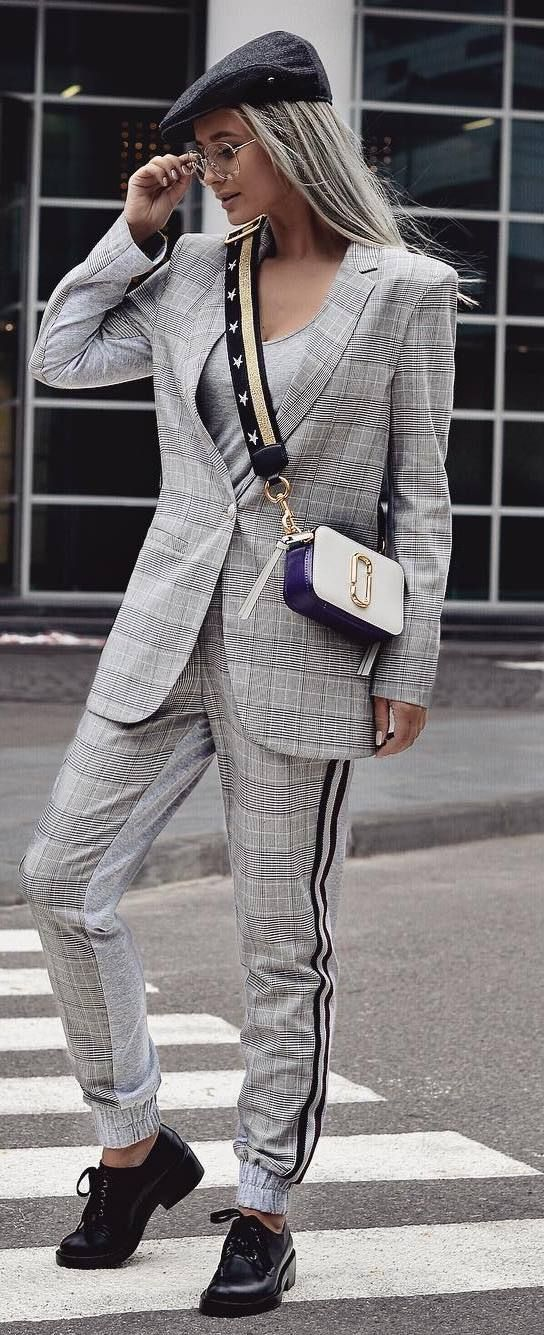 fall fashion trends / hat + bag + plaid suit + boots