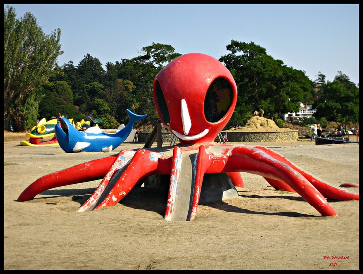 Also in Cadboro park there was a large octopus. One doesn't forget such a large octopus. At least, I never have.