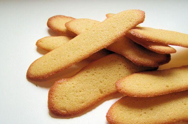 Het recept voor kattentongen. Heerlijke dunne en knapperige koekjes.