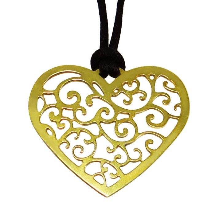 A pendant in the shape of a heart with a decorative pattern of paisley inside it. A unique gift, to give to your sweetheart in valentine's day or any other day of the year! Dimensions: 4,5cm x 4cm Gold-plated 24K Bronze