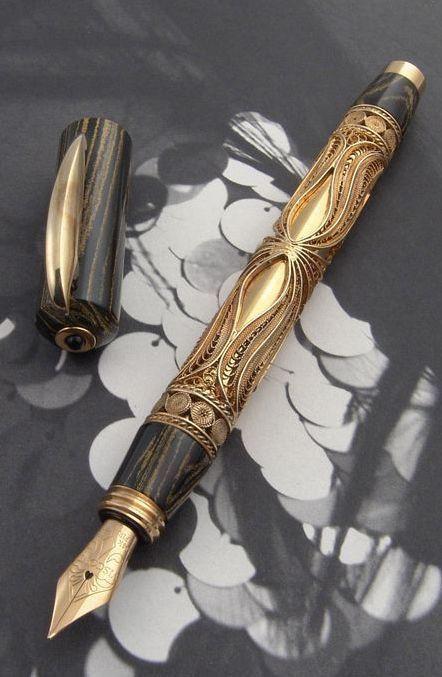 #BlackandGold Fountain Pen