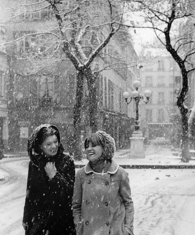 Il neige place de Fürstenberg 1966 |¤ Robert Doisneau | angor.blogzoom.fr