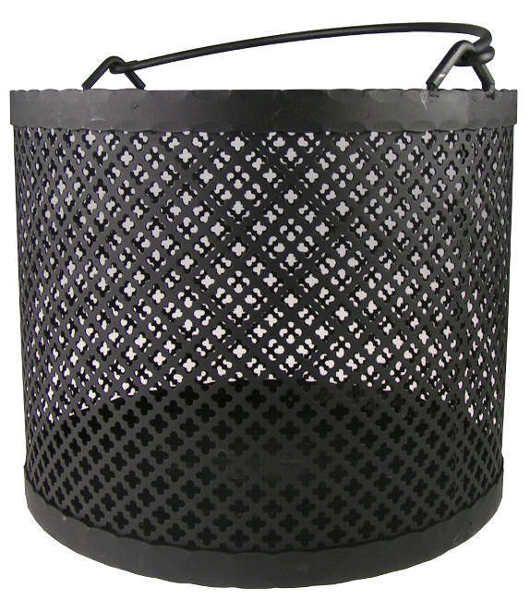 Vedkorg av svart klöverplåt och smidesjärn, diameter 37 cm . Välkommen in till Sekelskifte och våra eldverktyg och vedkorgar i gammaldags stil!