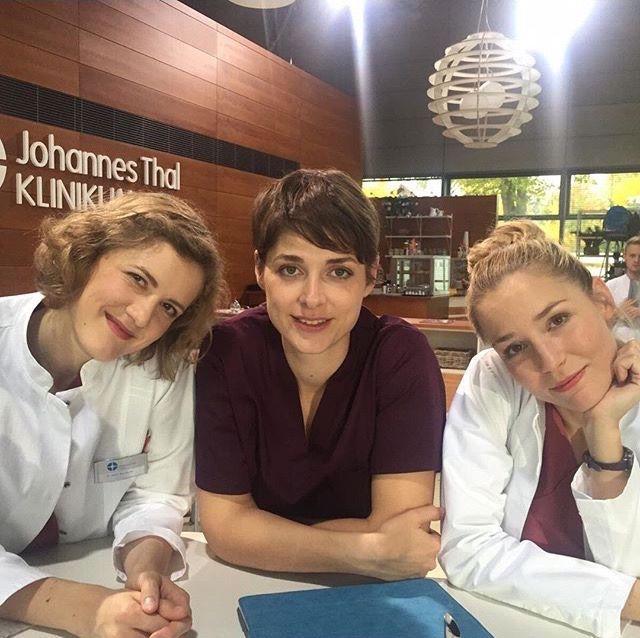Die jungen Ärzte - Dr. Elly Winter (Juliane Fisch), Dr. Theresa Koshka (Katharina Nesytowa) & Julia Berger (Mirka Pigulla) | Behind the scenes