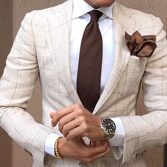 Metal Strapped Watch for Cream Patterned Men Suit #menssuit #metalstrappedwatch