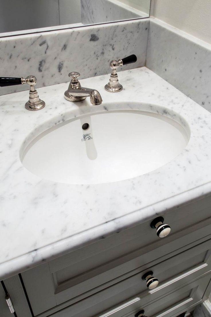 Badrum - badrumsskiva med underlimmad vask. www.nerostein.se