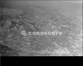 1945 13 marzo foto aerea appenninino riva ridge castel d-aiano a vergato vista fiume reno e valle del reno castel d-aiano e vergato