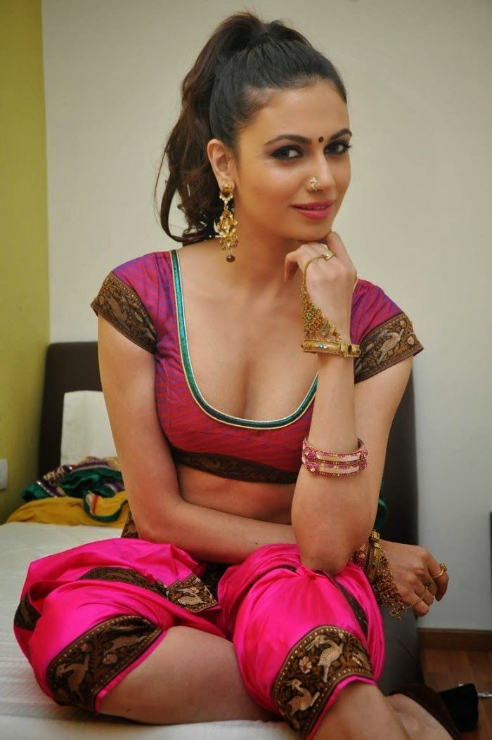Latest Simran Kaur Mundi Hot Sexy Navel Show Stills in Pink Blouse
