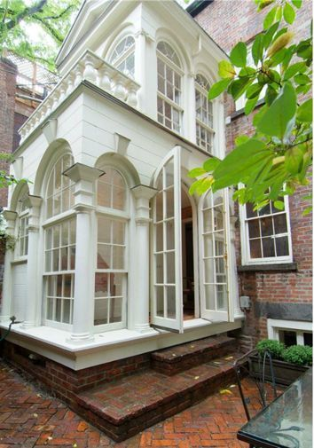 Palladian windows provide plenty of light in this addition to an early-1800s NYC residence.
