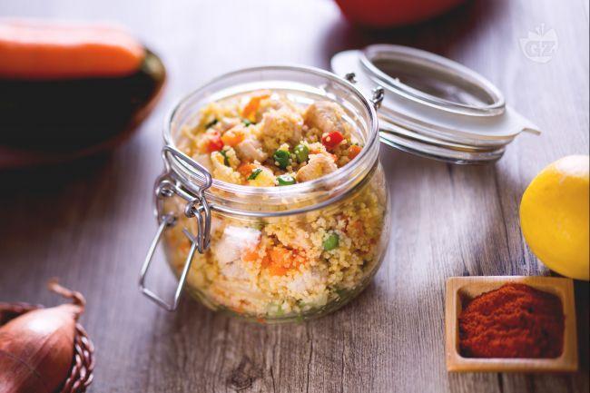 Il couscous freddo di pollo è una variante per assaporare tutto il buono del couscous con bocconcini di pollo alla paprika e verdure saltate!