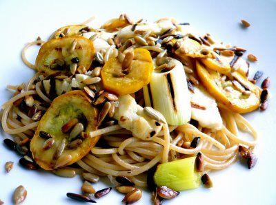 Om jag var din hemmafru: Spaghetti med grillade grönsaker, halloumi och solroskärnor