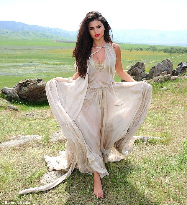 Selena Gomez Grecian Goddess: The former Disney star emulated a Grecian Goddess in this toga-style dress Read more: http://www.dailymail.co.uk/tvshowbiz/article-2323369/Selena-Gomez-torches-good-girl-image-new-music-video-latest-single-Come-Get-It.html#ixzz2TCEGmqCa Follow us: @MailOnline on Twitter | DailyMail on Facebook