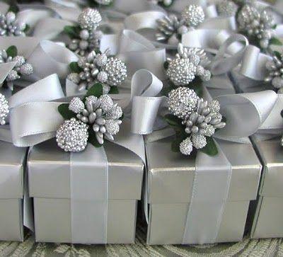 ٠•●●♥♥❤ஜ۩۞۩ஜஜ۩۞۩ஜ❤♥♥●   Christmas wedding favors - everyone would take one because they'd want to find out what's inside!  ٠•●●♥♥❤ஜ۩۞۩ஜஜ۩۞۩ஜ❤♥♥●