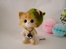 カメラ日和な茶トラ猫ちゃん 深緑色の帽子 羊毛フェルト