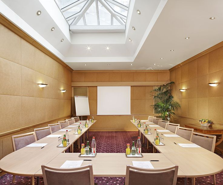Located on the ground floor, it includes a glass ceiling which illuminates the room.