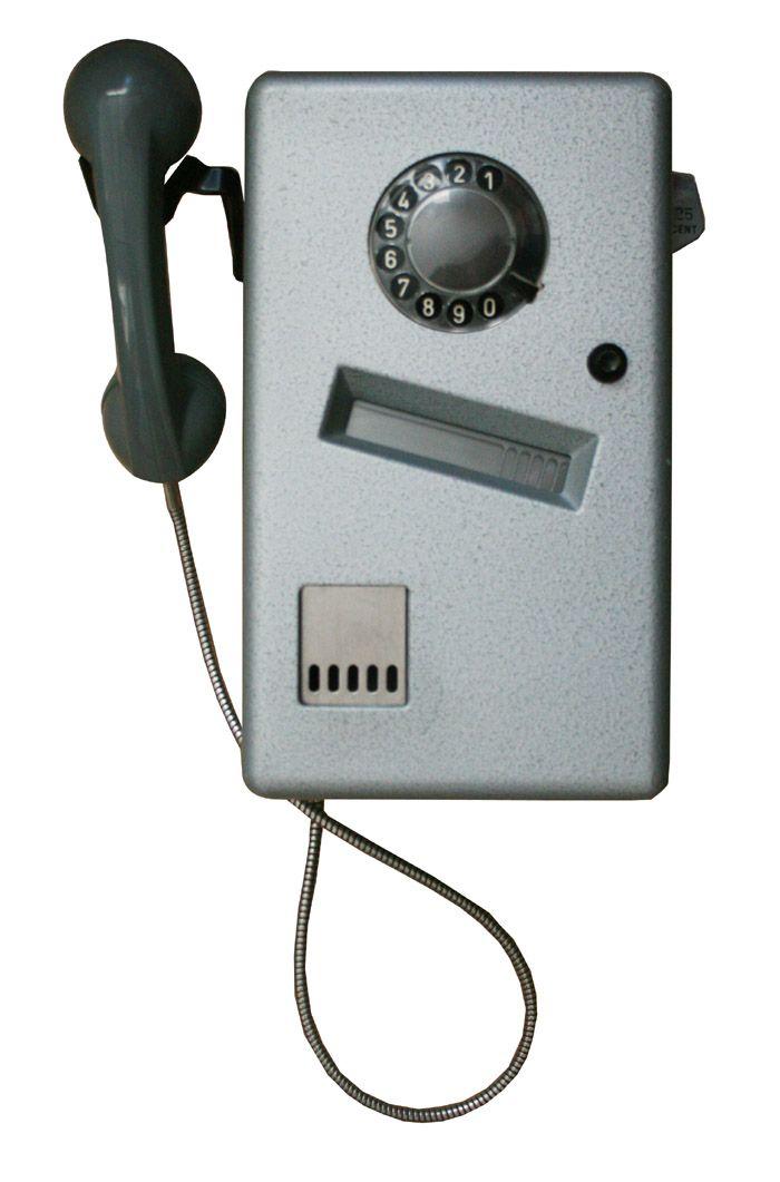 De telefoon inde telefooncel. Waar de mujntjes nooit in wilden, er dus net zo hard weer uit vlogen.