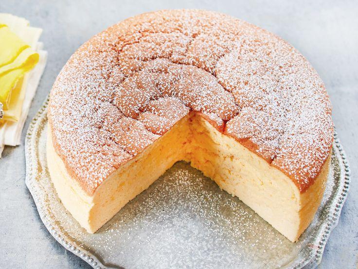Ganz ohne Kuchenboden und Zucker kommt unser Rezept für Low Carb-Käsekuchen daher. Mit weniger als 5 g Kohlenhydraten pro Portion ist dieser Käsekuchen genau das Richtige für dich, wenn du mit Low Carb ein paar Kilos abnehmen möchtest.