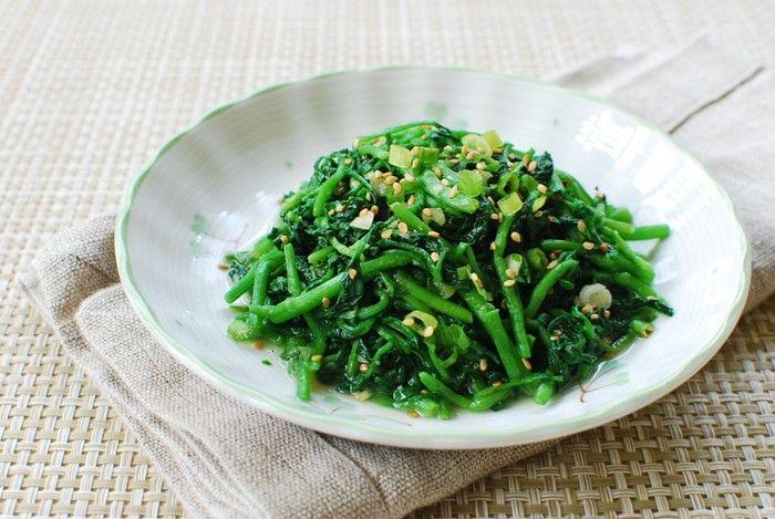 Watercres Namul (Korean)  Ingredients:  1 bunch watercress (about 6 - 8 ounces)  1 scallion, chopped  1/2 teaspoon minced garlic  1/2 teaspoon sesame oil  1/2 teaspoon sesame seeds  salt to taste (about 1/4 teaspoon)