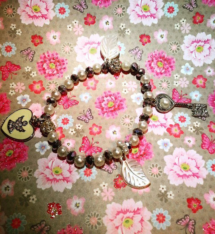 """👼🎈""""L'argento e il crema...un connubio perfetto per un leggero contatto con il divino...grazie Anna per aver scelto una creazione CreaCi""""👼🎈 #CreaCi #colcuore #creatività #creativity #handmade #handmadejewelry #bijoux #handmadegifts #bijoupersonalizzati #ideeregalo #bricolage #bracelets #charms #pendants #giftideas #angels #fantasy #green #bijouxhandmade #giftideas #bijoubrigitte #accesorize #giorgiovisconti #kisskissgioielli #swarovski #morellato #pandora @Anna Brandino"""