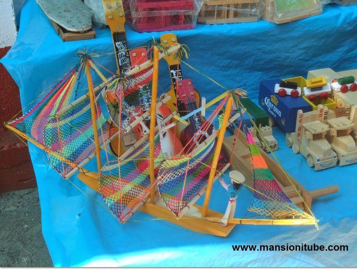 Juguetes tradicionales mexicanos encontrarás en Janitzio cuando visites el Lago de Pátzcuaro.