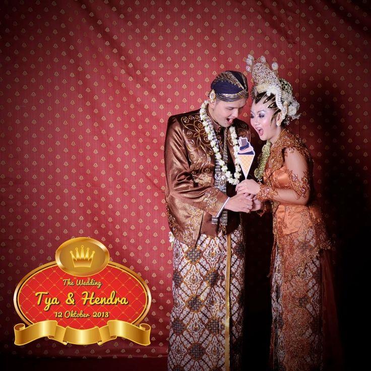 Mencari Souvenir Unik? Jasa Photobooth Pernikahan jawabannya :)  Jasa Foto +  Video Shooting Pernikahan Semarang & Sekitarnya : HUBUNGI Bpk. Eko Novianto 0856.4020.3369 (im3) /024 -764-844-13 (kantor) atau 0821.3867.4412 (simpati) - wedding - wisuda -seminar - pernikahan - workshop - dll