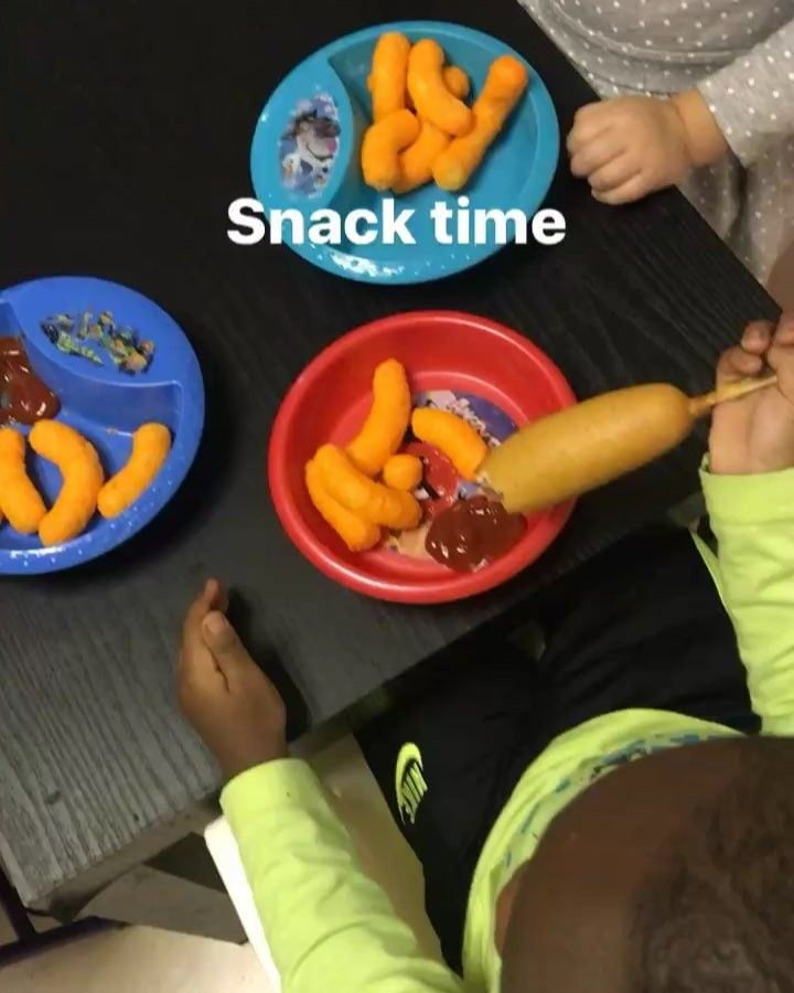 Snack time is at 3:30pm we had corn dogs and chips.. #leahsplaylandkids #leahsplayland #southwest #ibabySit #babysitter #affordablechildcare #HoustonTx #nanny #SouthwestSitter #southwest #alief #inhomechildcare #dayCare #NightCare 24 hour childcare is available