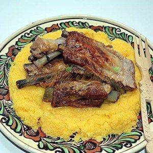 Carne prajita in untura la garnita