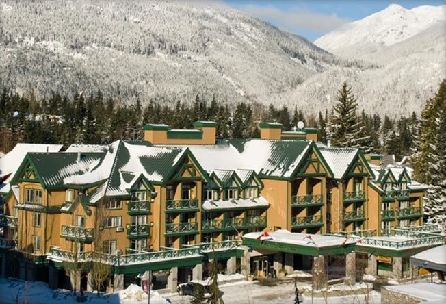 The Pinnacle International Hotel Whistler 3* is located in the heart of Whistler Village, the  hotel is close to both Whistler and Blackcomb mountains and it offers easy access to the ski slopes