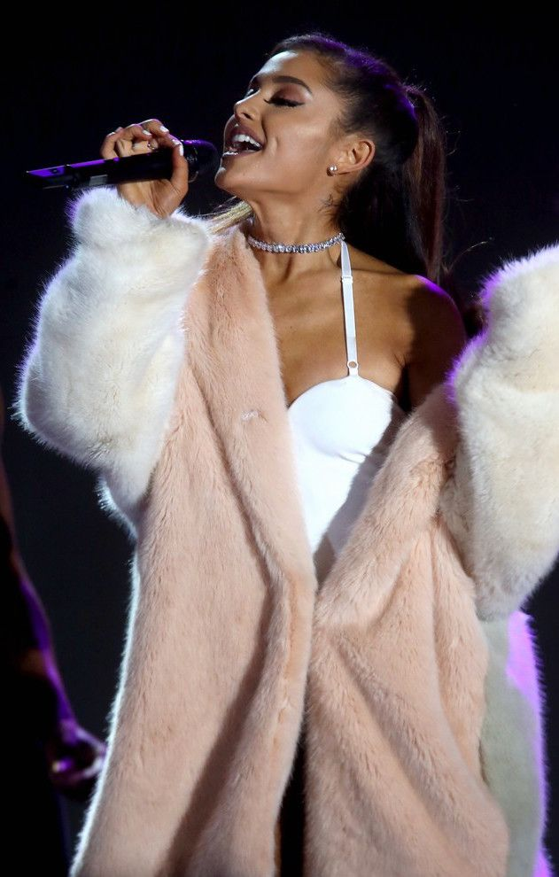Spotted! Total #bendelgirl Ariana Grande steps out on stage wearing our Luxe Asscher Cut necklace.
