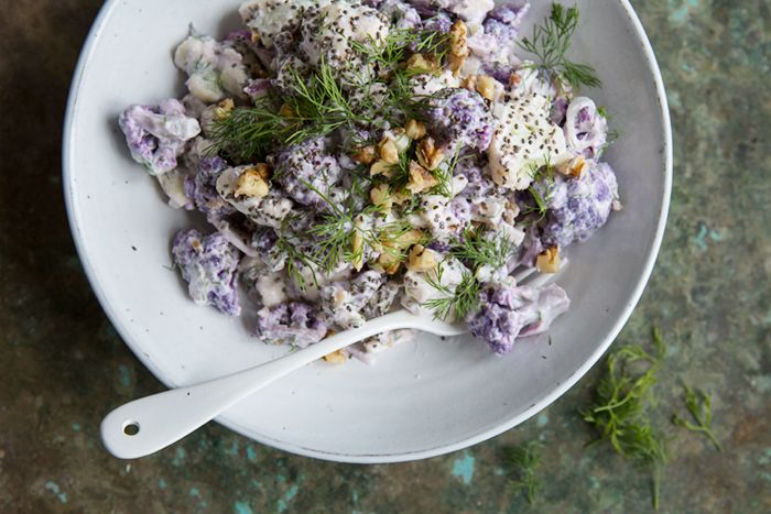 Looking from some raw inspiration? This raw cauliflower salad with horseradish, dill and yoghurt dressing is a great new and easy approach to preparing cauliflower. It is as delicious as it is beau...