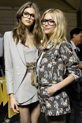 models in glasses