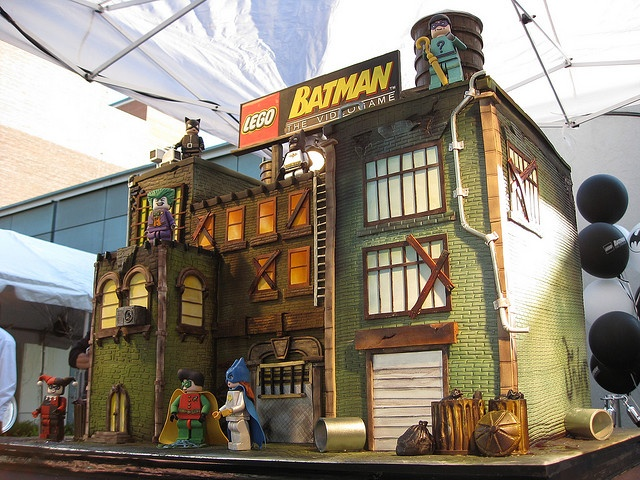 Lego Batman cake, amazing!!! - wish this was even possible!