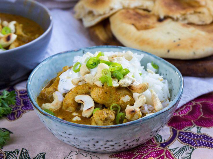 Chicken tikka masala med rostade cashewnötter och naanbröd | Recept från Köket.se