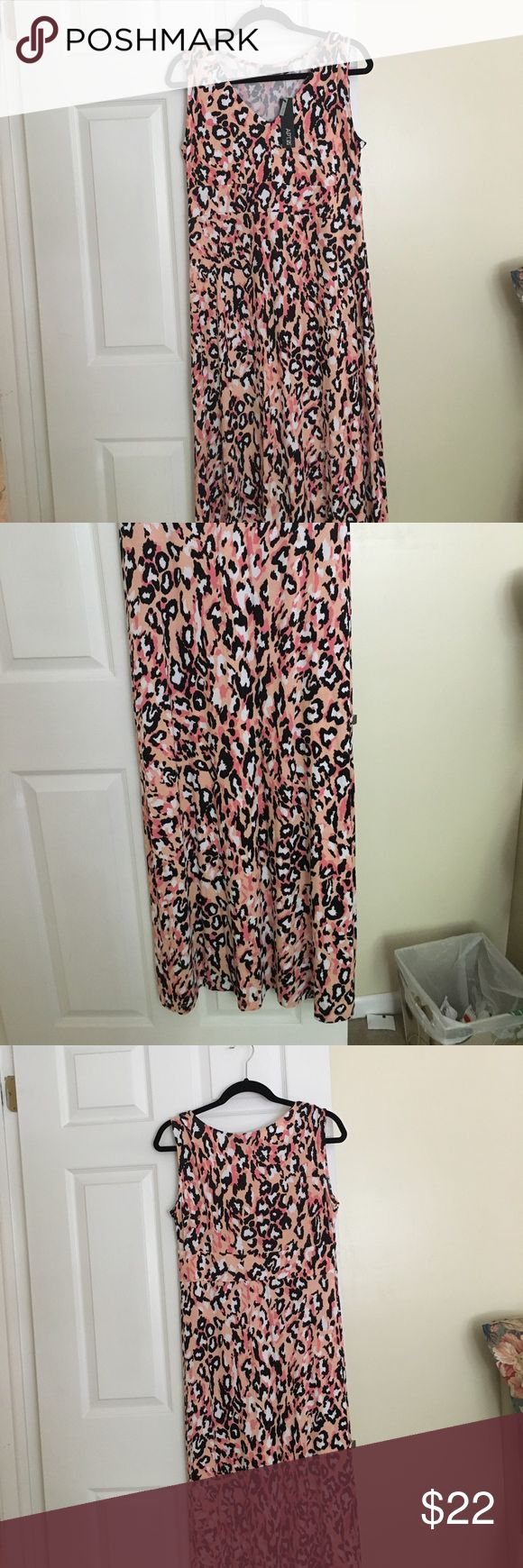"""New APT.9 dress. Black/Coral leopard Maxi dress XL It has a """"V"""" neck. Flare bottom. Large petite.  It's accented with Blk/white/coral design. Apt. 9 Dresses Maxi"""