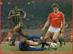 Man Utd 2 Leicester City 0 in March 1984 at Old Trafford. Mark Hughes scores a fine goal to make it 1-0 #Prem