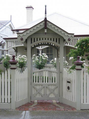This arch and front fence is nice