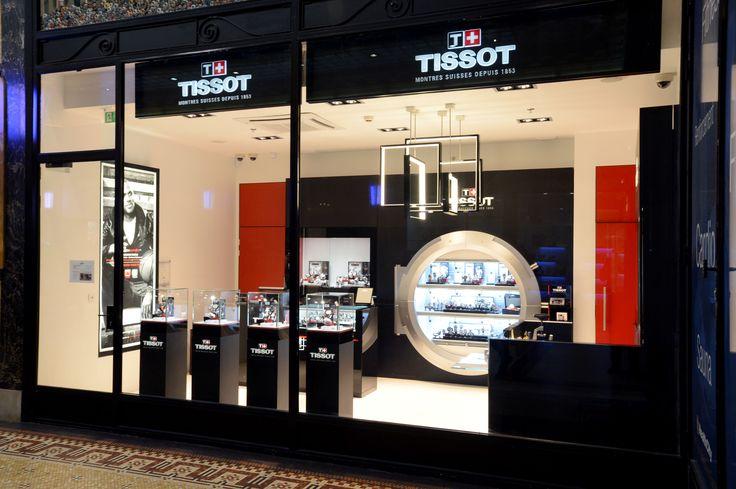 Góc trưng bày chi nhánh đồng hồ Tissot nam mặt vuông tại Việt Nam