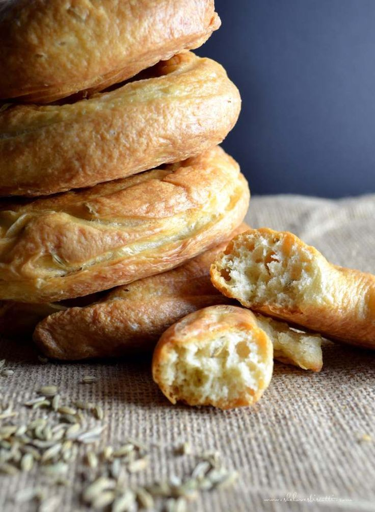 Dad's Favorite Fennel Taralli. #Italian [Yeasts. Prep time: 1 hour 30 mins. Cook time: 60 mins ]