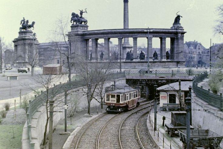 Fotó: Magyarország, Budapest, 1954, Millenniumi földalatti az Állatkert felől tart a Hősök tere alá (baloldali közlekedés). FORTEPAN.HU