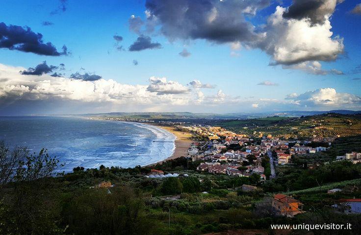 La spiaggia di Vasto dal belvedere del paese http://www.uniquevisitor.it/abruzzo/mare/vasto/vasto.php