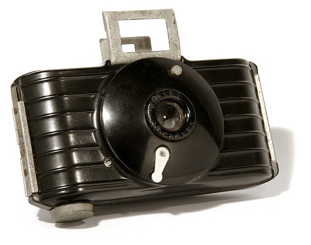 Very nifty. Never seen this model before! Repinned from H.M.: Kodak Bullet Camera, 1936 / galessa's plastics on flickr