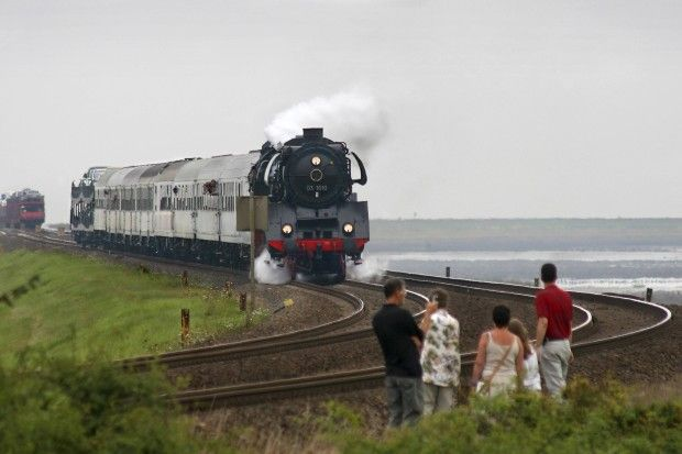 Fahrt mit einer historischen Dampflok nach Sylt: Der Schimmelreiter-Express auf dem Hindenburgdamm